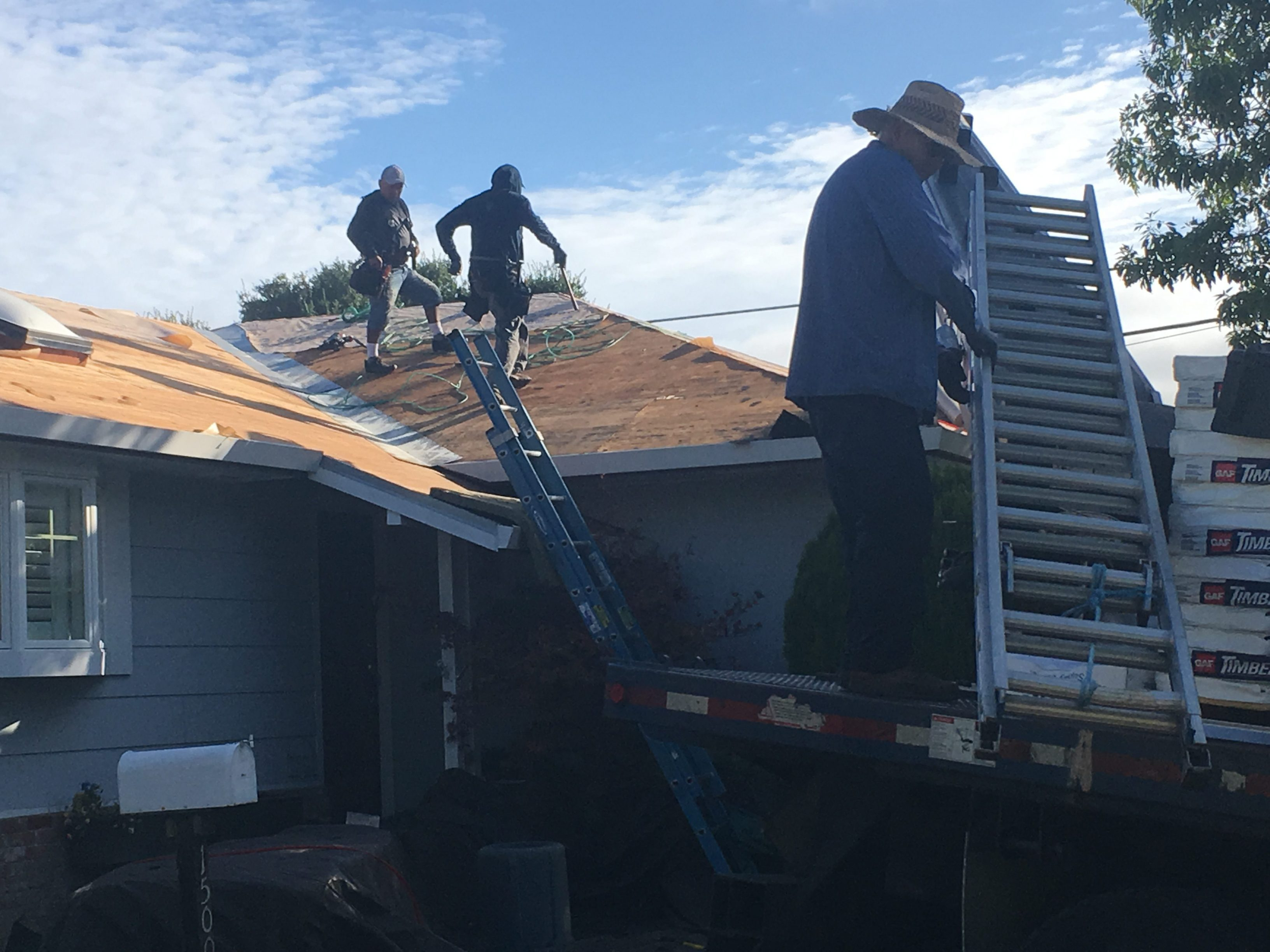 Roofing contractor in Novato